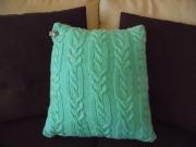 Вязаная подушка декоративная